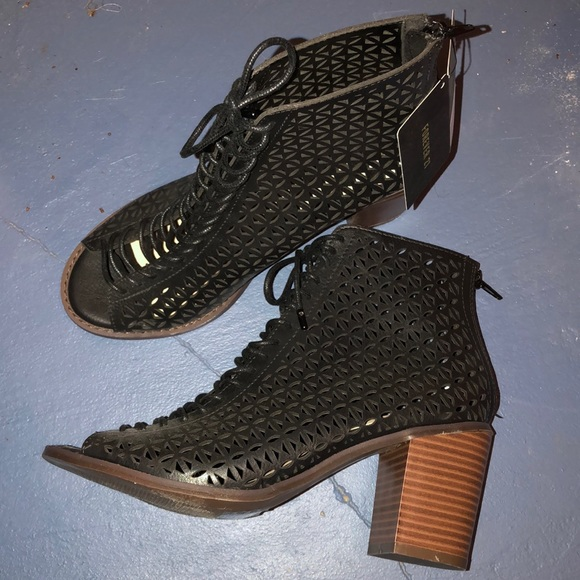 Forever 21 Shoes - With tags - Women's F21 black lace up heels